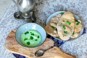 Naanbrood met yoghurt-avocado dip