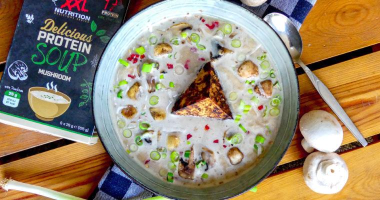 Vegetarische eiwitrijke champignon soep
