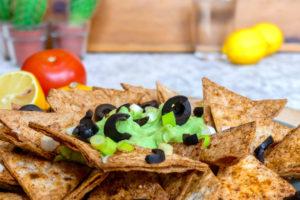 Gezonde nacho's met guacamole
