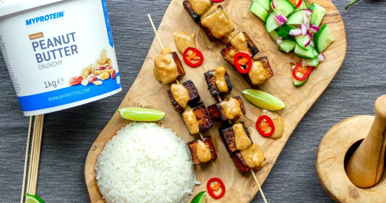 Tofu saté met satésaus, rijst en atjar