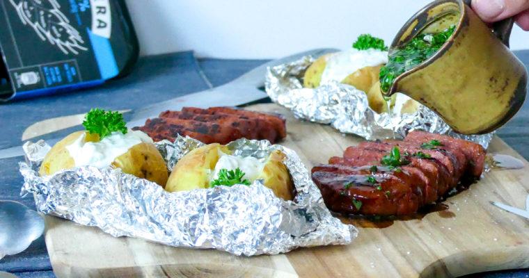 Plantaardige biefstuk met gepofte aardappel