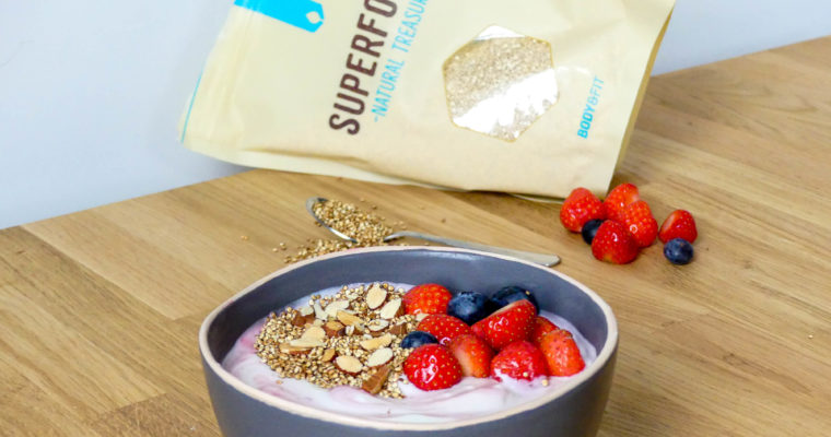 Griekse yoghurt met rood fruit en gepofte quinoa
