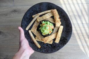 avocado dip met toast