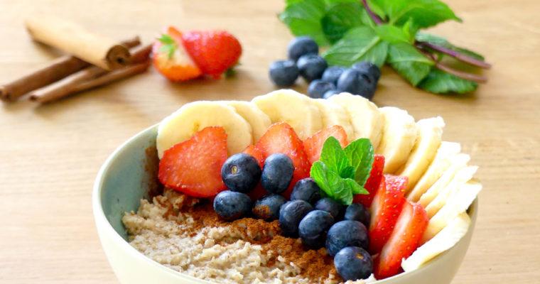 Havermout met kaneel en vers fruit