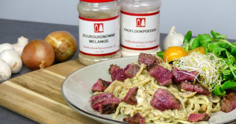 Verse pasta met biefstuk en champignonroomsaus